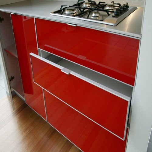 Glass Kitchen draws red by Metro Glass
