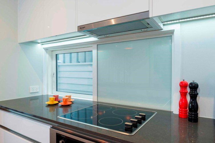 Glass window Splashback in kitchen by Metro Glass