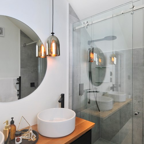 Mirror round 900 in bathroom by Metro Glass