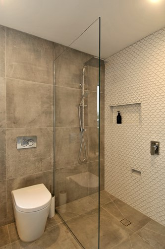 Glass Screen Inline Shower in bathroom by Metro Glass