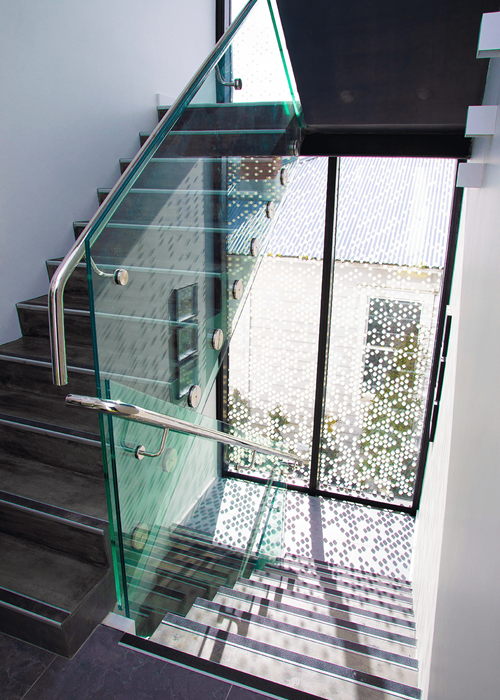 MB100 Single Disc Glass Balustrade System.png